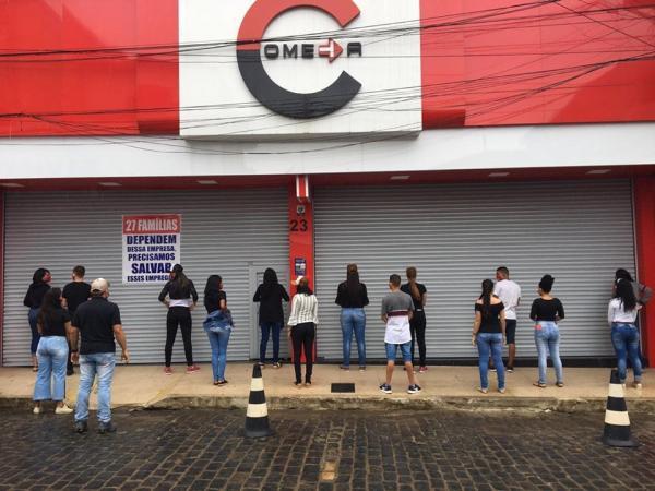 Galeria: Comerciantes em Gandu protestam