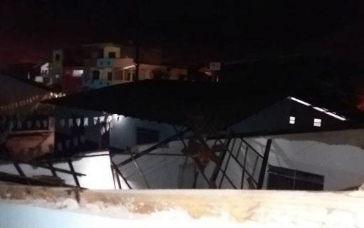 Telhado de escola municipal desaba, ninguém ficou ferido.