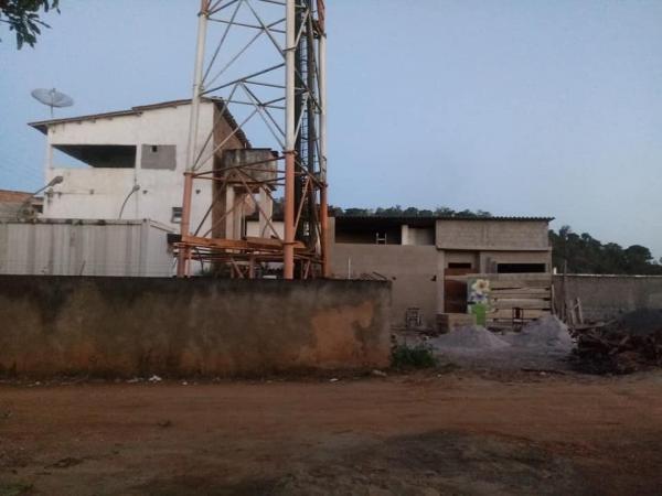 Moradora de Gandu faz denuncia sobre invasão em terreno da Prefeitura