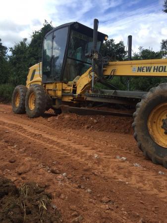 Prefeitura de Gandu reinicia serviço de recuperação de estradas na zona rural.