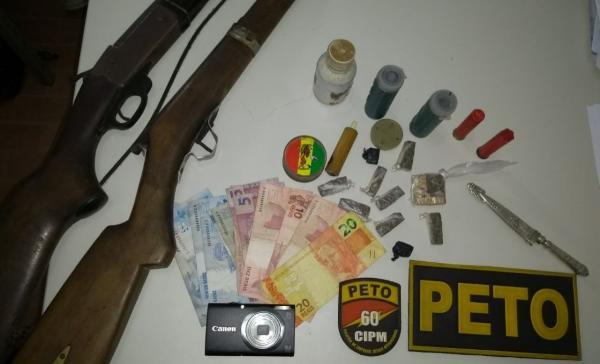 Polícia militar apreende armas, drogas e dinheiros em Wenceslau Guimarães