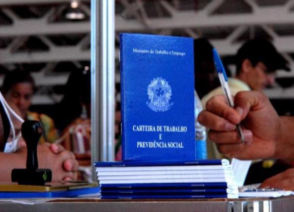 Agências dos Correios poderão emitir carteira profissional sem custo.