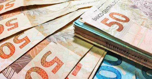 INSS começa a pagar 13º dos aposentados nesta segunda.