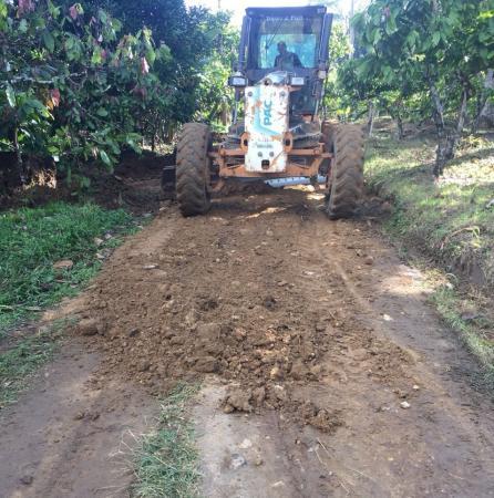Prefeitura de Gandu realiza recuperação de estrada na região da Água Preta.