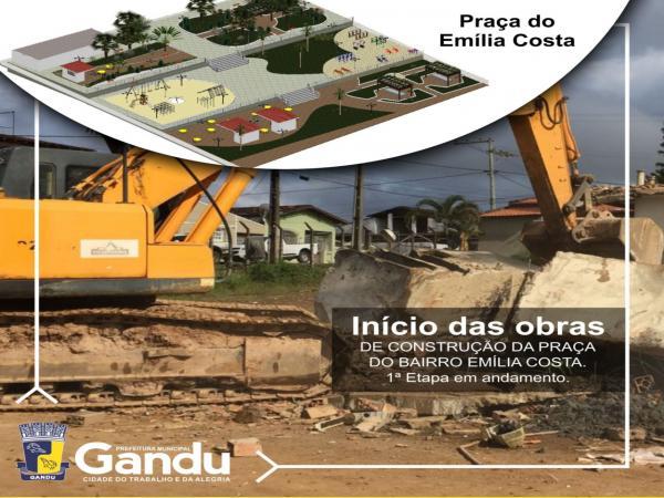 Prefeitura de Gandu inicia primeira etapa de construção da Praça do Bairro Emília Costa.