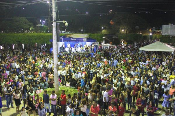 Pelo segundo ano consecutivo, Dia do Evangélico reúne dezenas de fiéis na Praça Simões Filho.