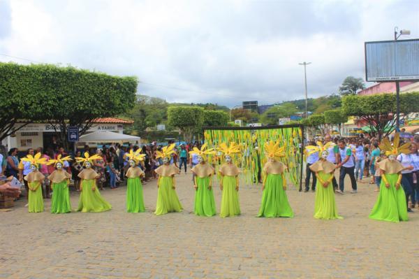 Desfile do 7 de setembro homenageia os 60 anos de Gandu e emociona o público.