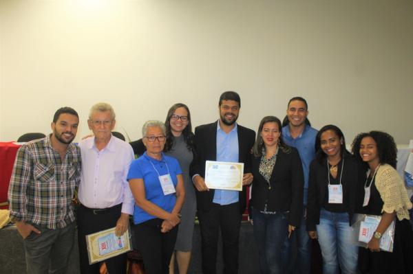Prefeito de Gandu participa do 13º Seminário Estadual de Conselheiros Tutelares e recebe homenagem.