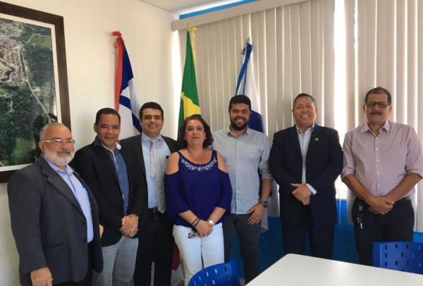 Prefeito de Gandu se reúne com representantes da OAB e discutem a implantação de projetos no município.