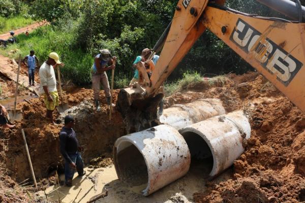 Teolândia: Prefeitura constrói ponte e manilhamento na região da correntina.