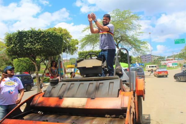 Momento histórico: Prefeito de Gandu assina ordem de serviço do asfaltamento do centro da cidade.