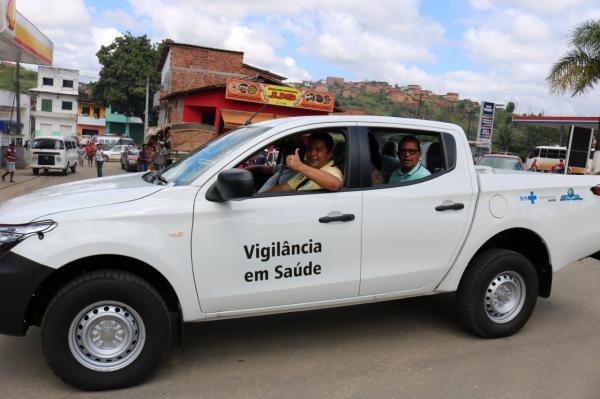 Teolândia: Em clima de festa Prefeito Lázaro Andrade entrega uma Caminhonete 4x4 para População de Teolândia