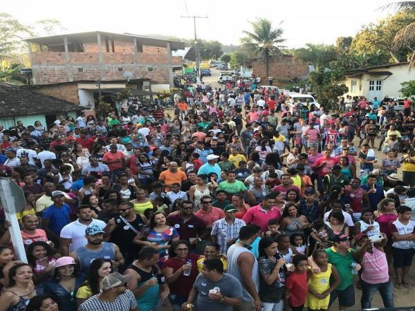 TEOLÂNDIA: Com praça lotada e em clima de festa a Prefeitura inaugura obra de pavimentação no Povoado do São Paulinho