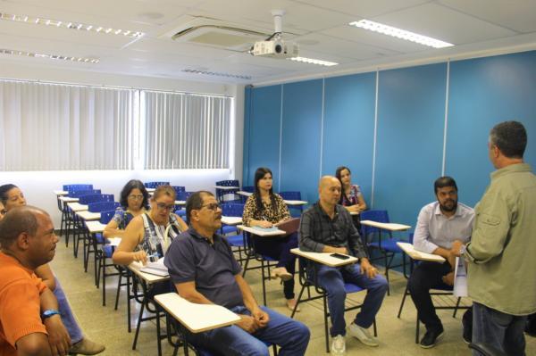 """Prefeitura de Gandu e SEBRAE se reúnem para discutir a implantação do projeto """"Cidade Empreendedora""""."""