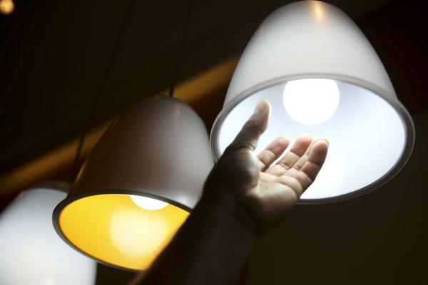 Conta de luz segue com taxa extra mais cara em outubro