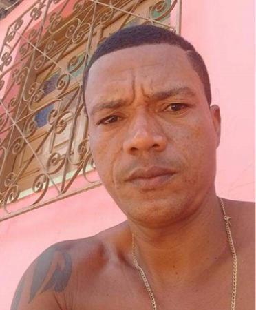 Homem é assassinado a tiros dentro de casa em Gandu.