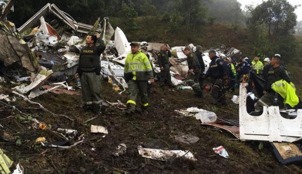 Avião que transportava time da Chapecoense cai na Colômbia
