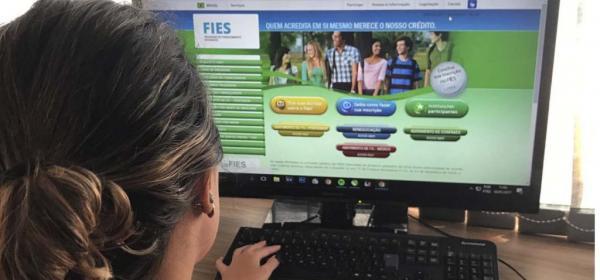 Estudantes já podem renovar contratos do Fies