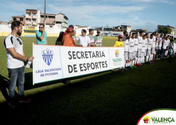 Abertura do Campeonato Valenciano de futebol conta com a presença do Prefeito de Valença e Secretários.