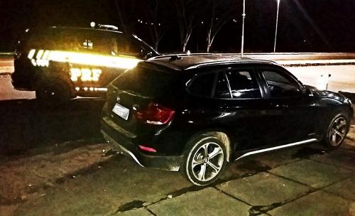 Motorista é preso conduzindo veículo com documentação falsa