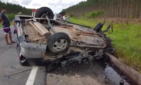 Filho de ex-vereadora de Itamaraju morre em colisão entre carro e caminhão na BR-101