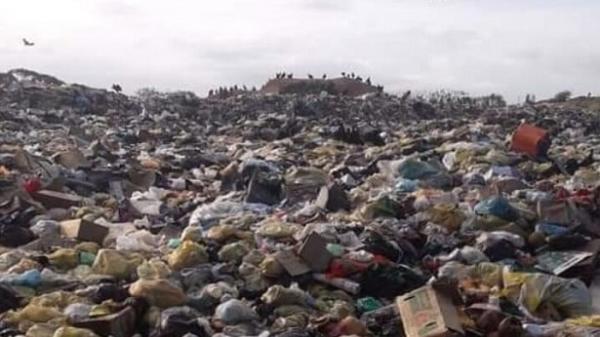 Morador denuncia lixão a céu aberto em Presidente Tancredo Neves