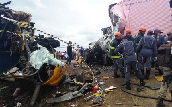 Sobe para 5 o número de mortos em acidente com ônibus que seguia para concurso de fanfarras