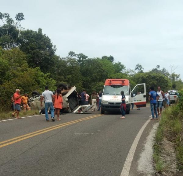 Grave acidente envolvendo moto e van em Valença deixa vítima fatal e feridos.
