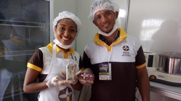 Estudantes de Gandu e Ilhéus mostram processo de fabricação do chocolate na Fenagro