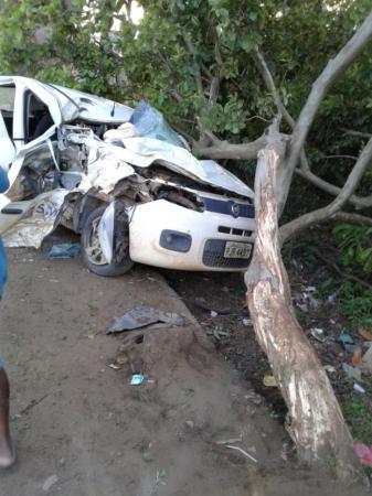 Grave acidente foi registrado nesta quinta-feira sentido Valença  BR 101, no trecho do posto Água Mineral; uma pessoa morreu.