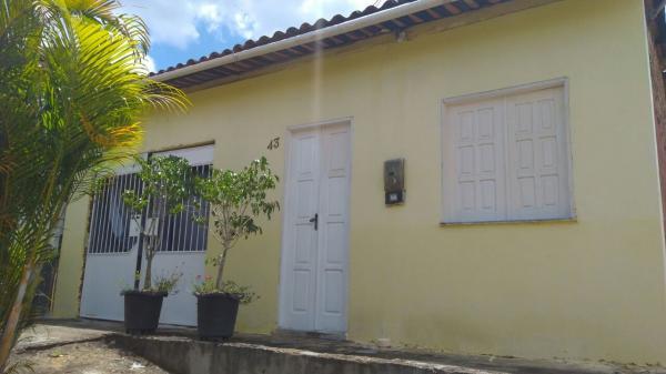 Vende-se uma casa em Gandu, ótima localidade.