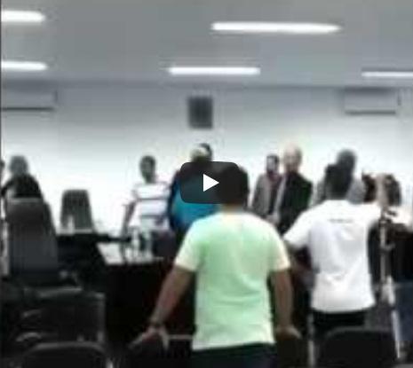 Correntina (Ba): Sessão da câmara termina em pancadaria, brigas e agressões; veja o vídeo.