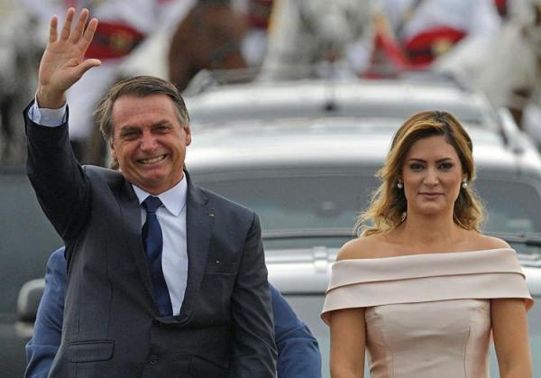 Bolsonaro toma posse como presidente da República em Brasília