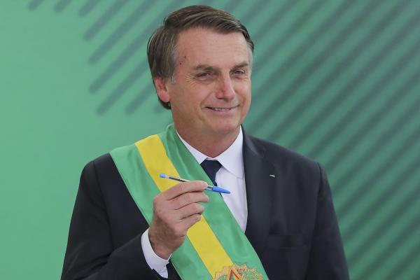Bolsonaro propõe idade mínima de 62 (homem) e 57 (mulher)