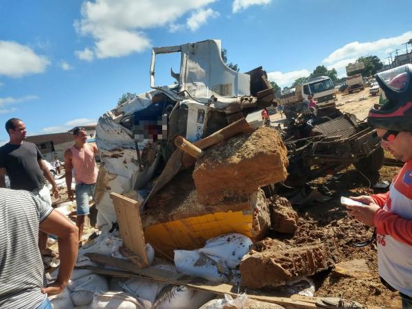 Acidente deixa 6 mortos e 36 feridos em Seabra.