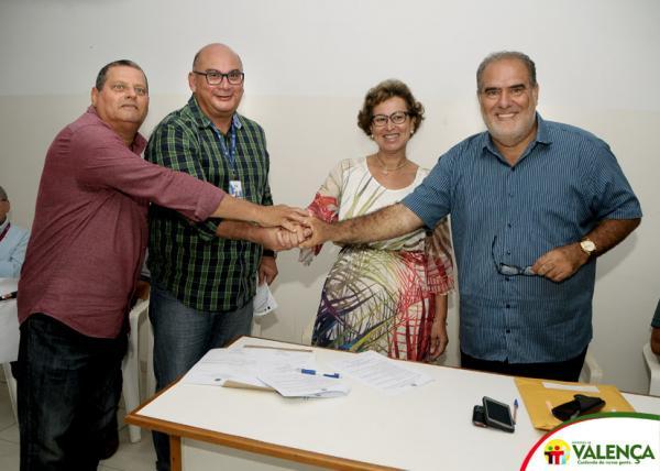 Prefeito de Valença recebe projeto executivo para a construção do novo centro popular de comercialização de pescado (mercado do peixe) e assina convênio.