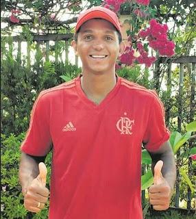Canoista Isaquias Queiroz assina contrato com o Flamengo