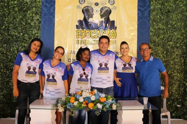 Teolândia: Prefeito Lázaro Andrade participa do Segundo dia da Jornada da Educação com a Brilhante Palestra de Kau Mascarenhas.