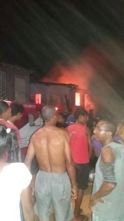 Homem toca fogo em casa de companheira e foge em seguida