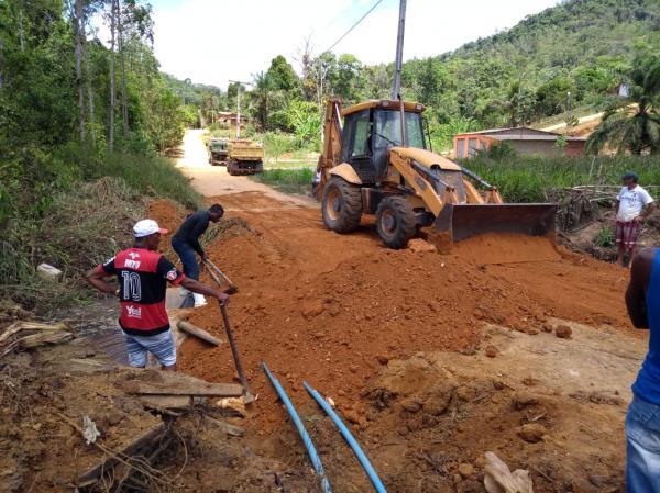Prefeitura recupera ponte na estrada do povoado de São Paulinho