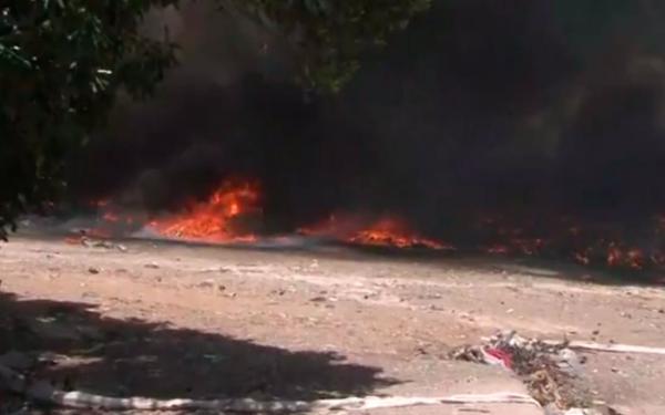 Incêndio atinge galpão de materiais recicláveis em Feira de Santana