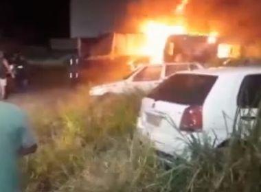 Porto Seguro: Incêndio destrói carros apreendidos em pátio da prefeitura