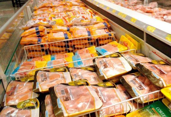 Mais de 160 toneladas de frango são recolhidas após suspeita de bactéria