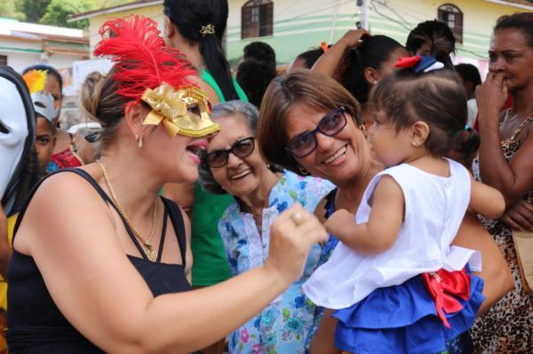 Teolândia: Secretaria Municipal de Educação e Secretaria Municipal de Ação Social fizeram a festa pelas ruas da cidade com o Grito de Carnaval 2019