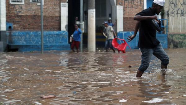 Forte chuva mata ao menos 11 pessoas