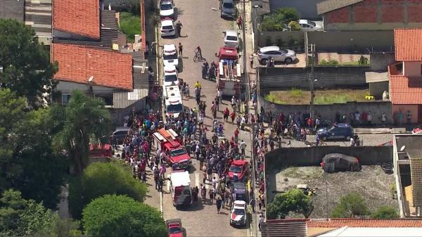 Adolescentes abre fogo contra alunos e pelo menos 10 morrem em escola de SP