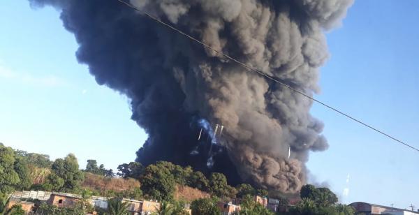Incêndio em fábrica de Colchões é controlado