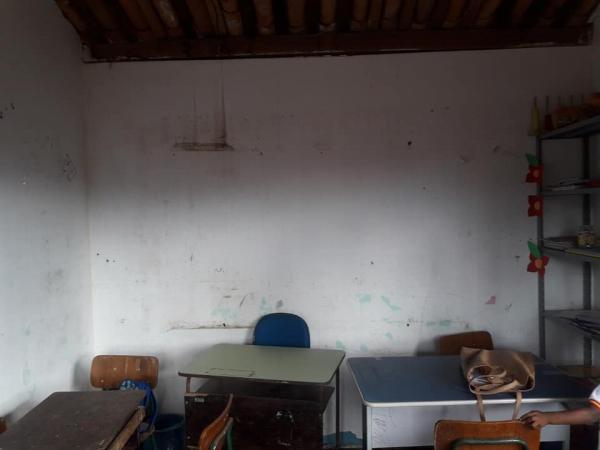 Descaso total em Pirai do Norte, vereador denuncia péssimas condições em escola.