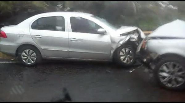 Acidente grave entre automóveis e moto é registrado em Valença