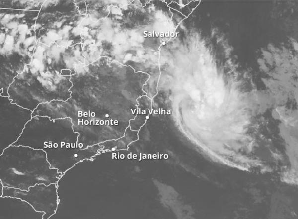 Tempestade 'Iba' tem ventos de 101 km/h em alto-mar entre BA e ES; Marinha emite nota à imprensa.